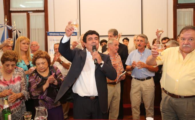 Espinoza realizó el tradicional brindis con los empleados del municipio