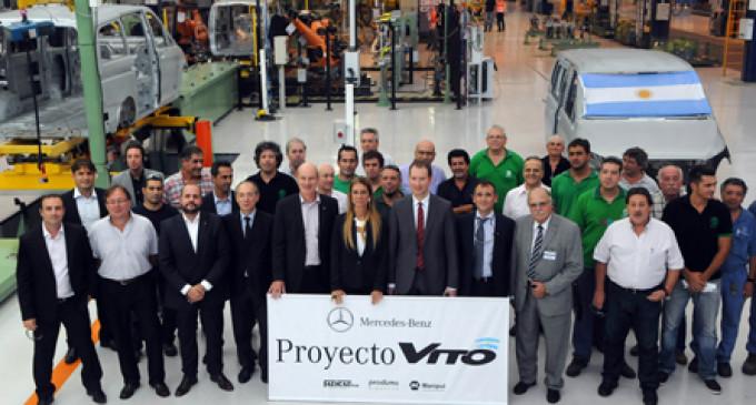 Mercedes Benz se comprometió a sumar 900 empleados a su planta de Virrey del Pino