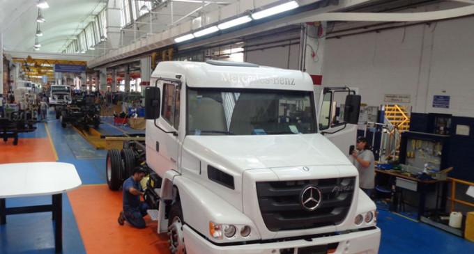 Mercedes Benz montó el primer eje pesado producido en La Matanza después de 25 años