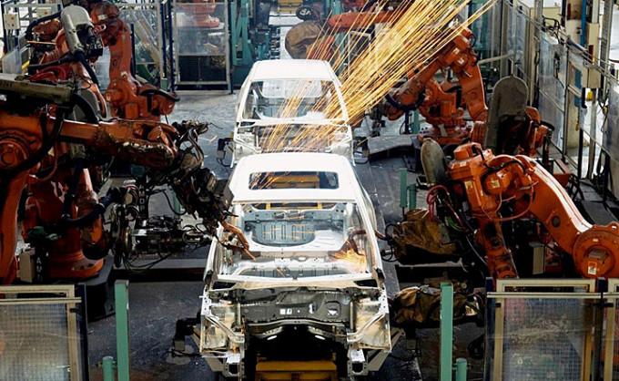 La Presidenta presentó el nuevo utilitario de Mercedes Benz en La Matanza