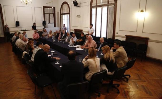 """Espinoza reunió al PJ bonaerense en La Matanza para """"debatir sobre la reorganización"""""""