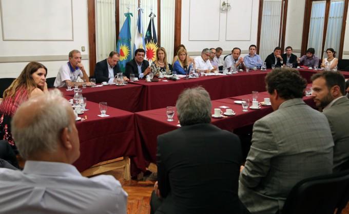 Verónica Magario se reunió con las 35 empresas más grandes del distrito para cuidar la producción y el   empleo