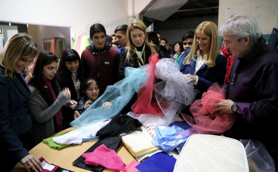 Verónica Magario recorrió junto a alumnos de la E.E.T. Nº 7 la Textil Faratex