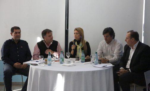 Hugo Melo y Débora Giorgi junto a 32 Pymes y trabajadores