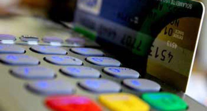 Prorrogaron hasta diciembre la devolución del IVA en pagos realizados con débito