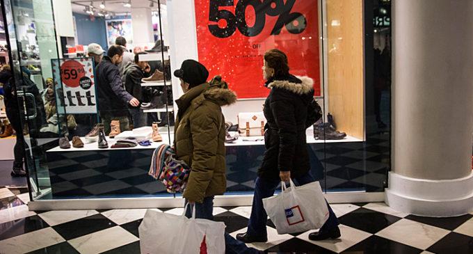 Las ventas minoristas bajaron casi diez por ciento en junio y profundizaron su caída