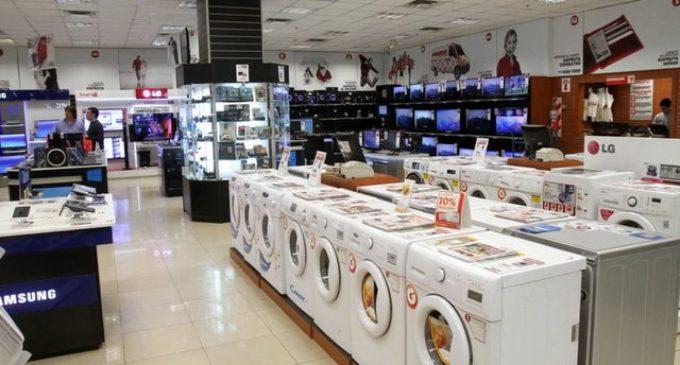 El consumo cae en picada: las ventas minoristas caen 8% y llevan siete meses a la baja