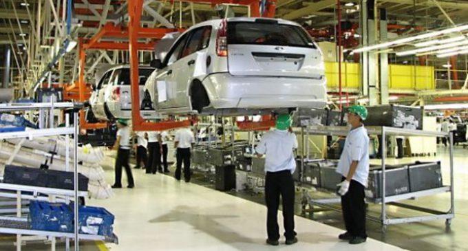 La industria tendrá otro trimestre de recesión y baja del empleo