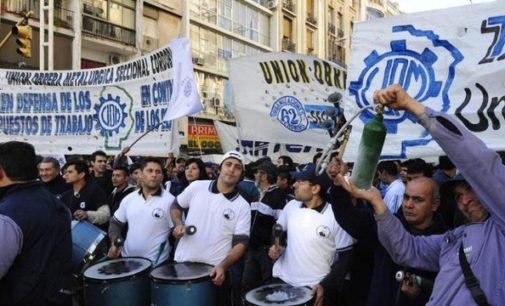 """Movilización de la UOM: """"Desde que asumió Macri sufrimos más de 10 mil despidos"""""""