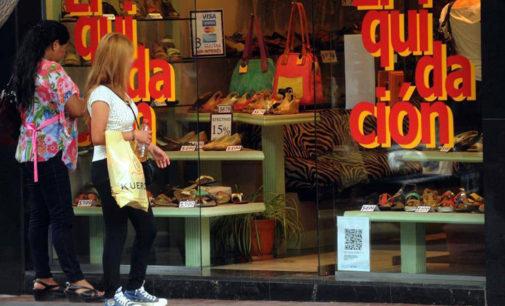 En agosto, el consumo minorista volvió a caer y preocupa la situación en textil y calzado