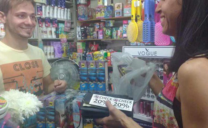 Comerciantes lanzan masiva campaña de descuentos para reactivar el consumo