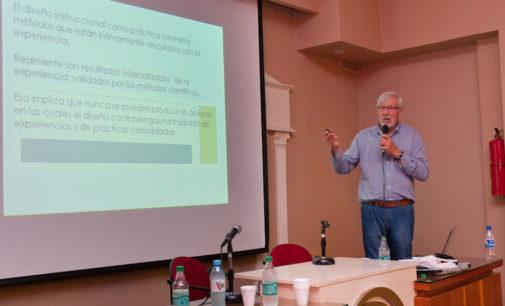 El especialista español Miguel Zapata-Ros brindó una charla sobre educación en la UNLaM