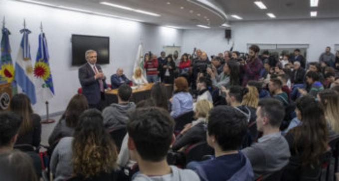 """Alberto Fernández visitó la UNLaM y se definió como """"un gran defensor de la universidad pública"""""""