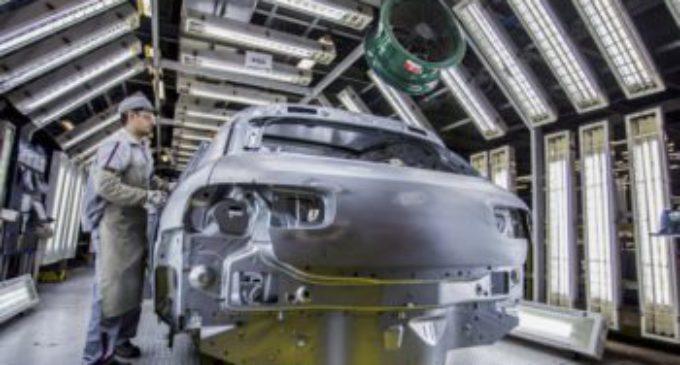 Según el INDEC, la producción industrial se desplomó 6,9 por ciento